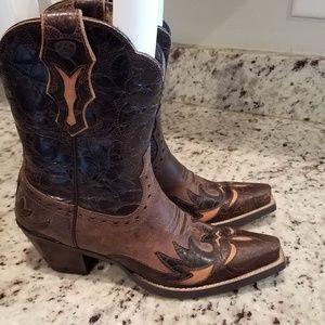 Ladies short boot